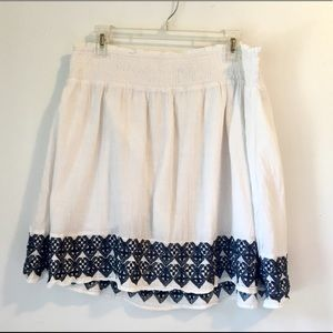Old Navy white and navy a-line skirt